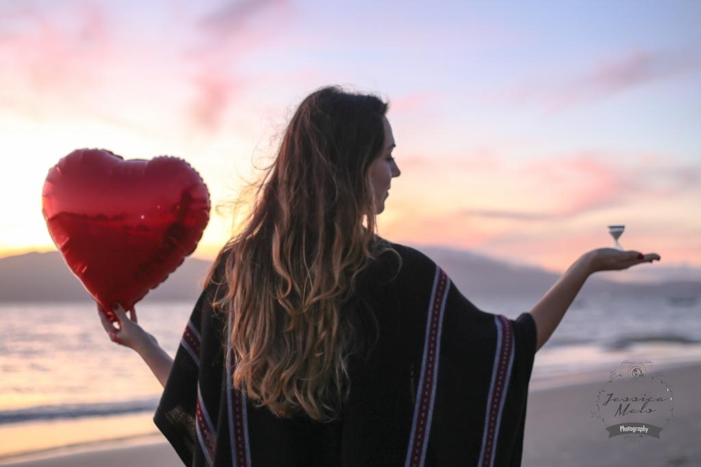 """""""A gravidez da adoção se dá no coração, este órgão que fica localizado no peito e que está cheio de sentimentos, sensibilidade, afeição e amor por um ser que não foi gerado embaixo dele (na barriga), mas DENTRO dele. Temos consciência da realidade desta gestação, adquirimos muita coragem para enfrentá-la e aprendemos a mensurar o seu valor durante o tempo de espera."""" Luciane Cruz"""