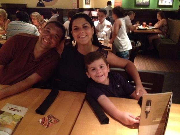 Ana com o marido Ricardo e filhote Guilherme